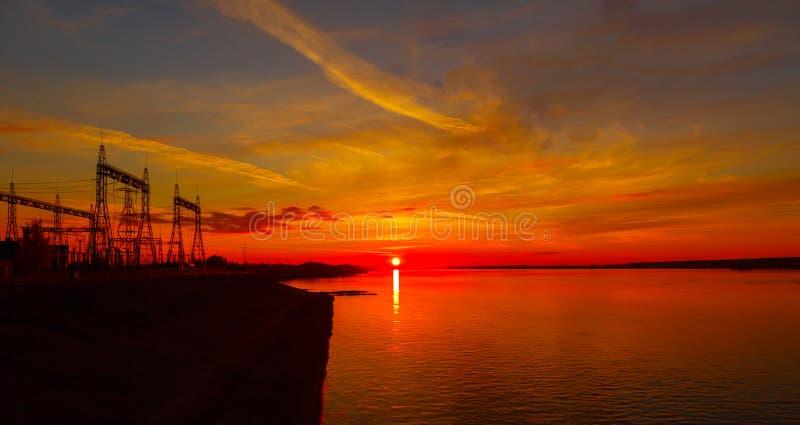 Winter Sonnenuntergang hydroelektrisch stockbilder