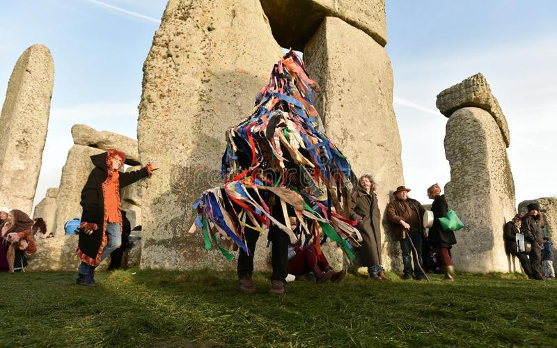 Winter-Sonnenwende-Feiern bei Stonehenge stockfotos