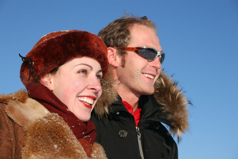 Winter stellt Profilpaare gegenüber stockfotos
