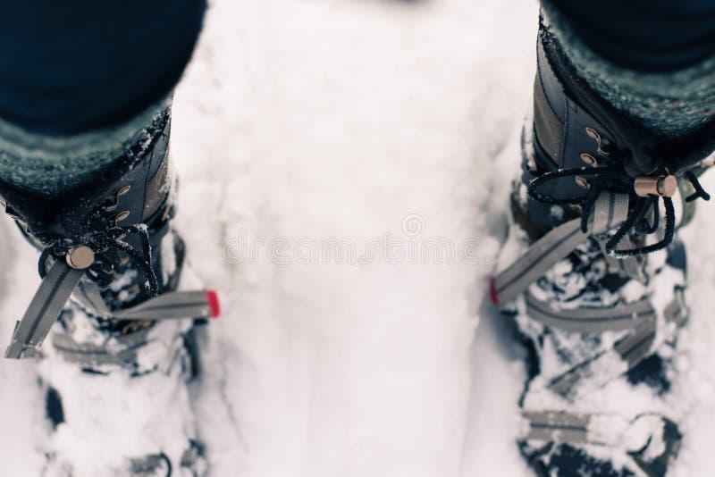 Winter-Stiefel in den Schneeschuhen lizenzfreie stockbilder