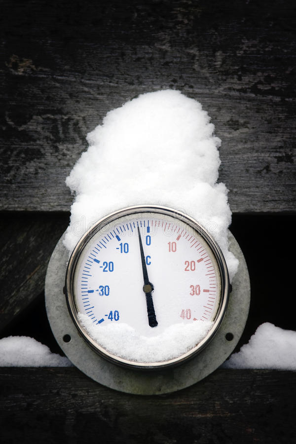 Free Winter Thermometer Outside Royalty Free Stock Photo - 17701455