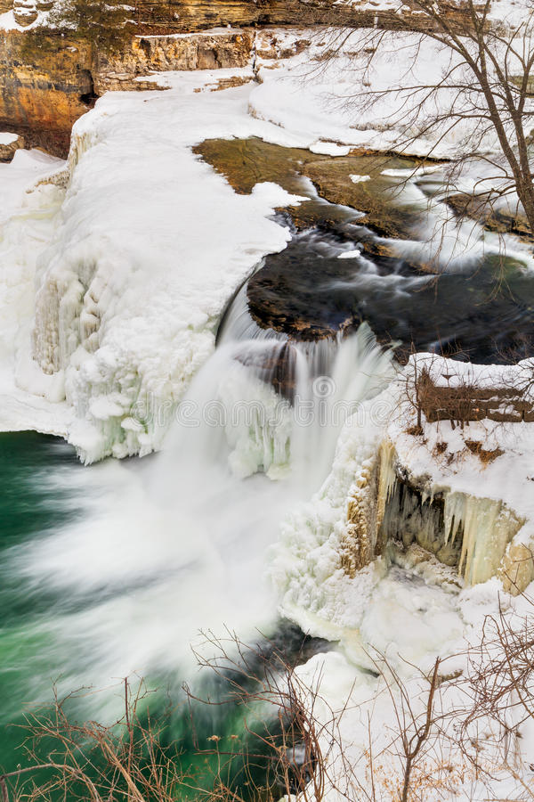 Winter-Wasserfall lizenzfreies stockfoto
