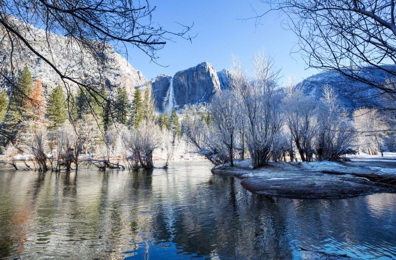Winter in Yosemite lizenzfreies stockbild