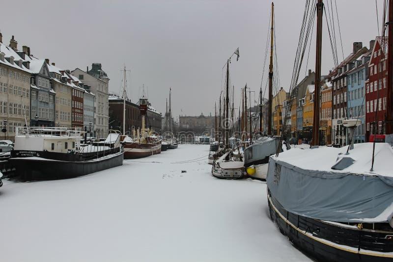 Winteransicht des neuen Hafens in Kopenhagen, Dänemark lizenzfreie stockbilder
