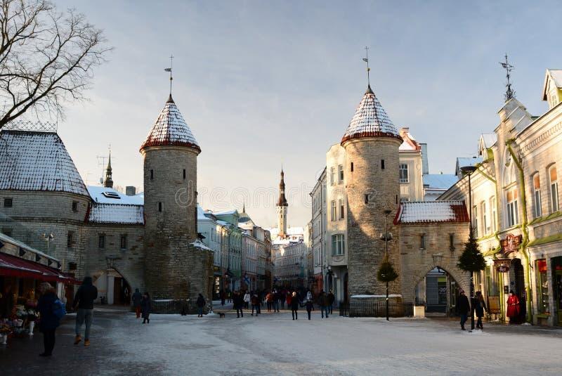 Winteransicht von Viru-Tor tallinn Estland stockbilder