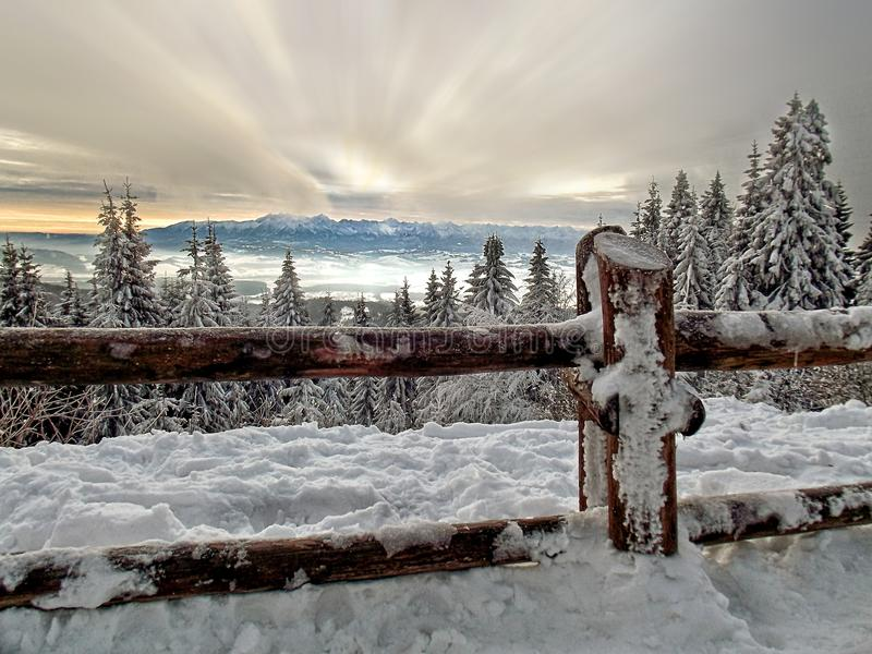 Winterberglandschaft von Polen lizenzfreie stockfotografie