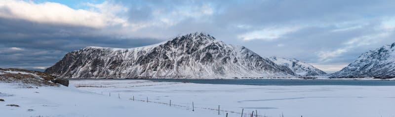 Winterbergpanorama lizenzfreie stockbilder