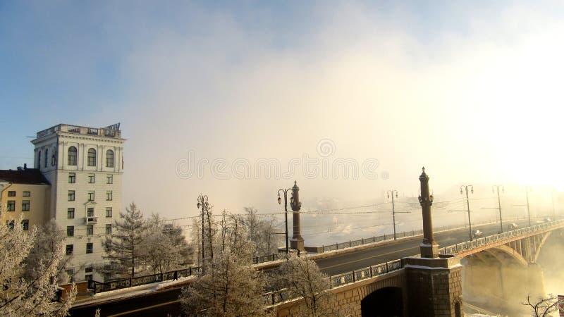 Winterbrücke in der Stadt von Vitebsk lizenzfreie stockfotografie