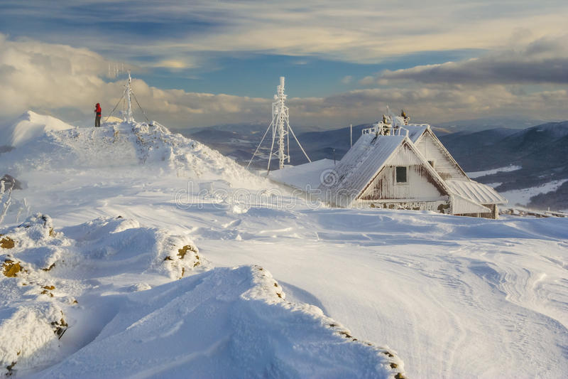 Wintergebirgslandschaft in Bieszczady-Bergen lizenzfreies stockfoto