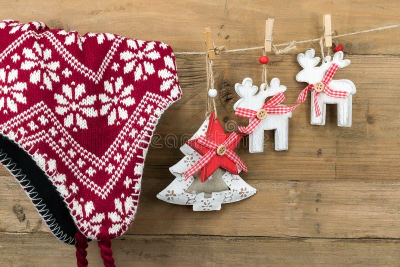 Winterhat, renar, stjärna och julgran fotografering för bildbyråer