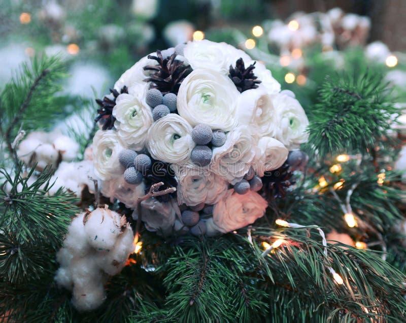 Winterhochzeitsblumenstrauß lizenzfreies stockfoto