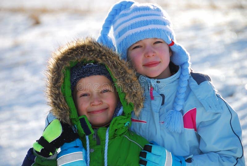 Winterkinder lizenzfreie stockfotos