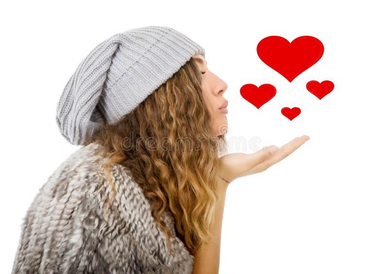 Winterkleid für einen Schlag küsst Mädchen stockfotografie