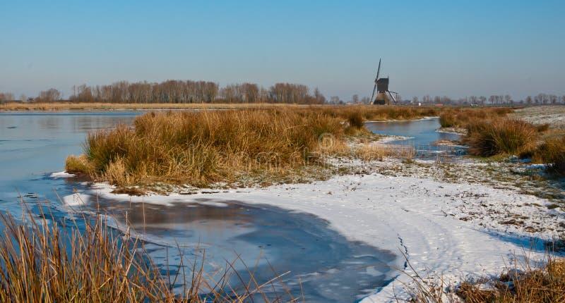 Winterlandscape holandés con hielo y nieve foto de archivo libre de regalías