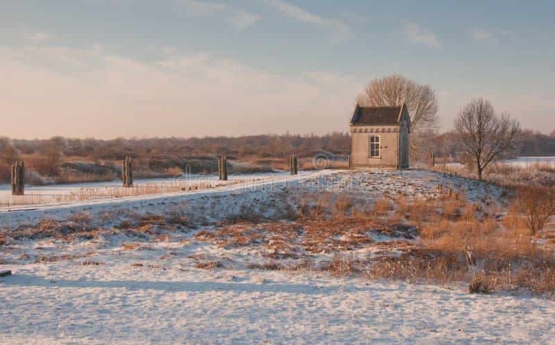 Winterlandschaft in der niedrigen Nachmittagssonne. stockbild