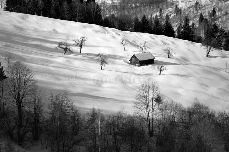 Download Winterlandschaft Des Transylvanian Dorfs Stockfoto - Bild von rumänien, berg: 106802556