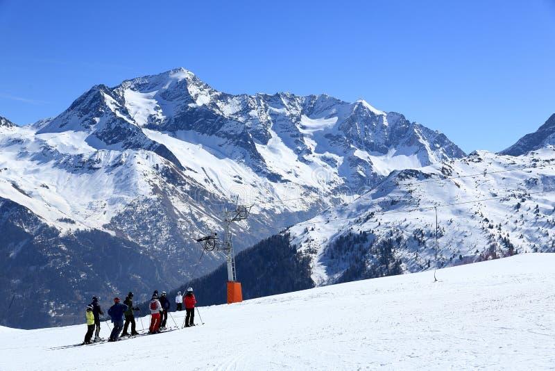 Winterlandschaft im Skiort von La Plagne, Frankreich stockbild