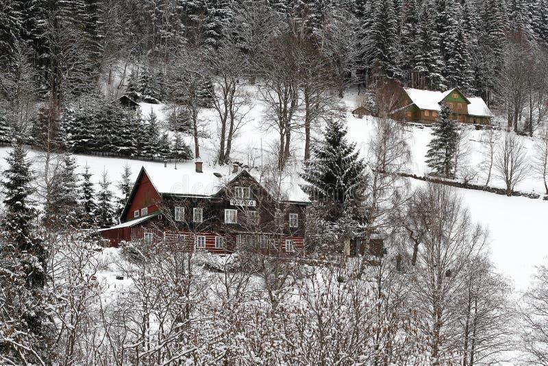 Winterlandschaft mit Häuschen stockfotografie