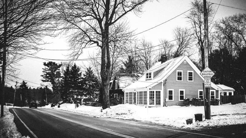 Winterliche Szene Bostons in Massachusetts Verlassenes Haus lizenzfreie stockfotografie