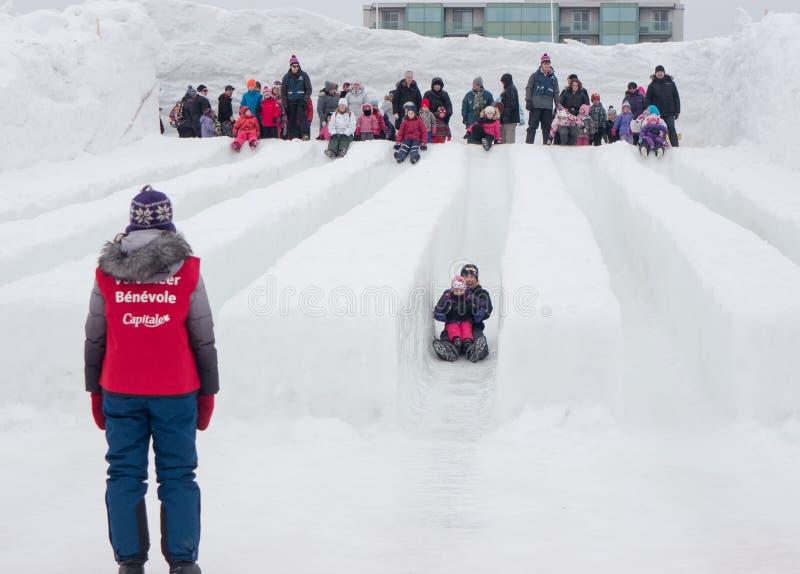 Winterlude in Gatineau, Quebec, Canada - neve fatta scorrere fotografia stock libera da diritti