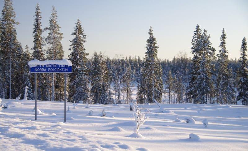 Wintermärchenland am polaren Kreis stockfotografie