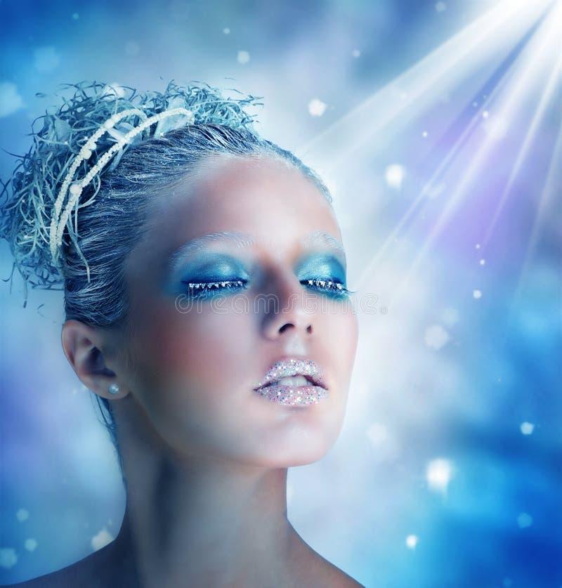 Wintermake-up einer Schönheit stockfoto