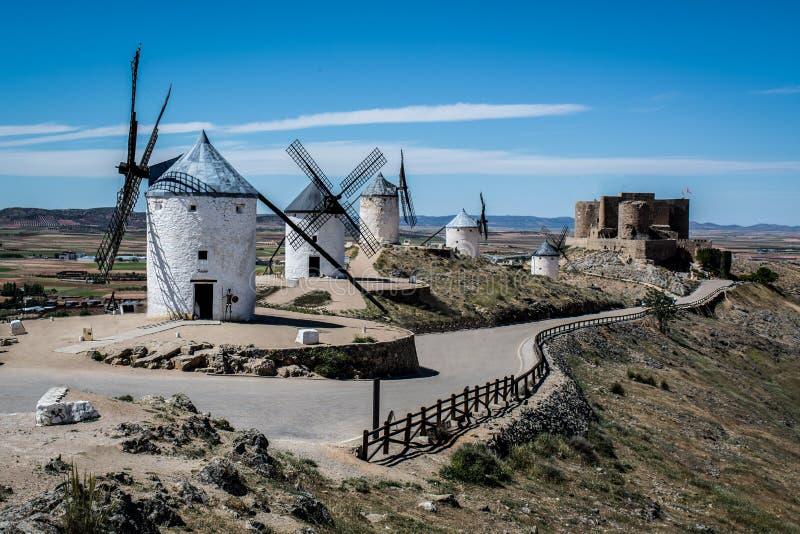 Wintermills av Consuegra royaltyfria foton