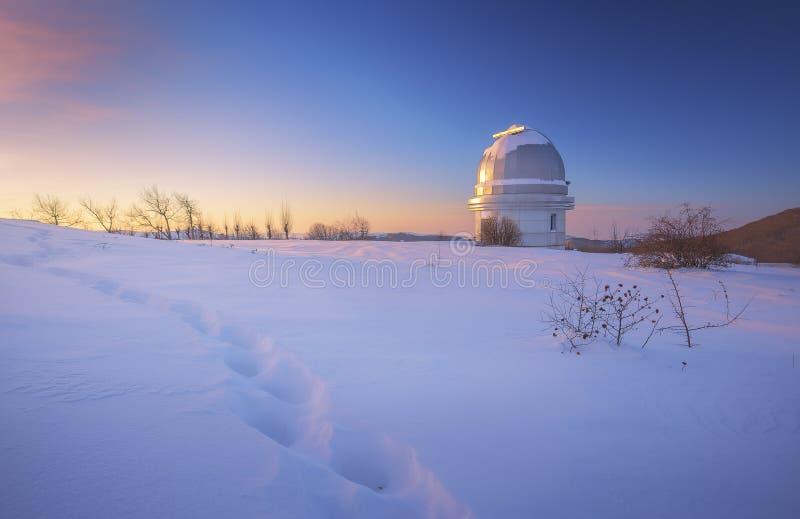 Wintermorgen im Observatorium lizenzfreie stockfotos