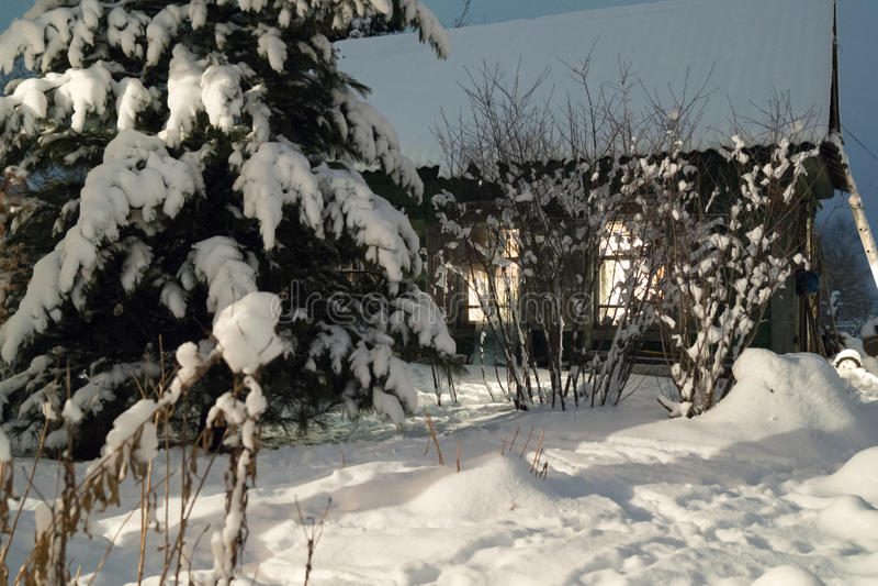 Winternacht, Hütte stockbild