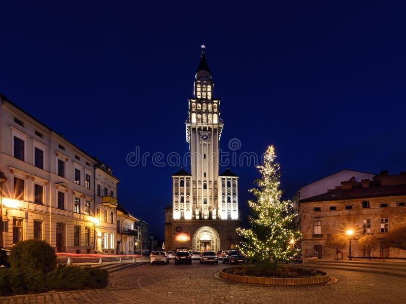 Winternachtansicht, über den Cathedra in Bielsko-Biala lizenzfreie stockfotos