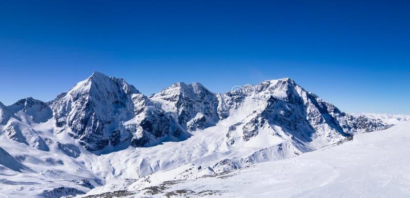 Winterpanorama moutain Ansicht II lizenzfreies stockfoto