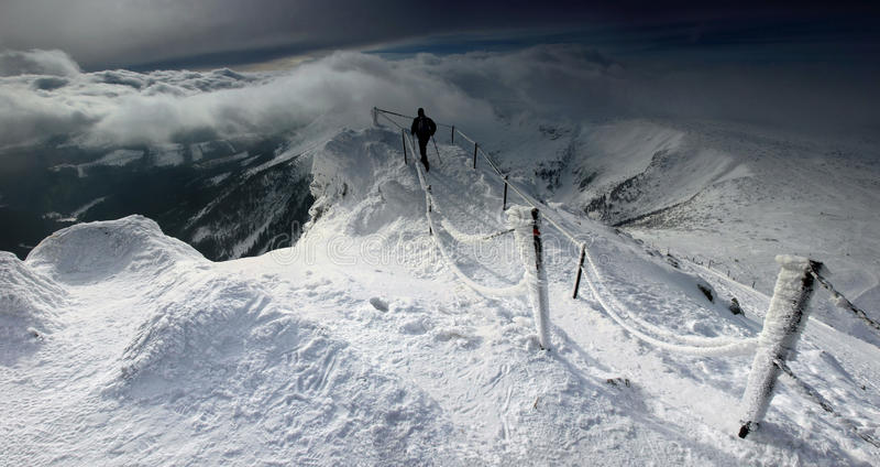 Winterpanorama von Karkonosze-Bergen, Sniezka-Berg. lizenzfreie stockfotos