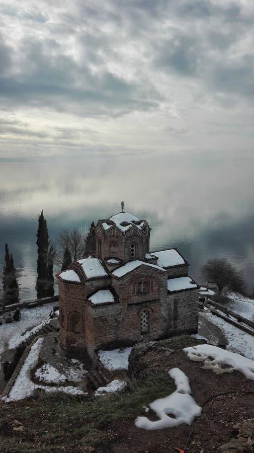 winterphoto da neve do por do sol do lago das cisnes fotos de stock royalty free