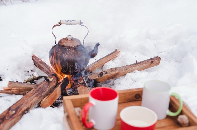 Winterpicknick, Kessel über Einem Offenen Feuer Stockfoto - Bild von ...