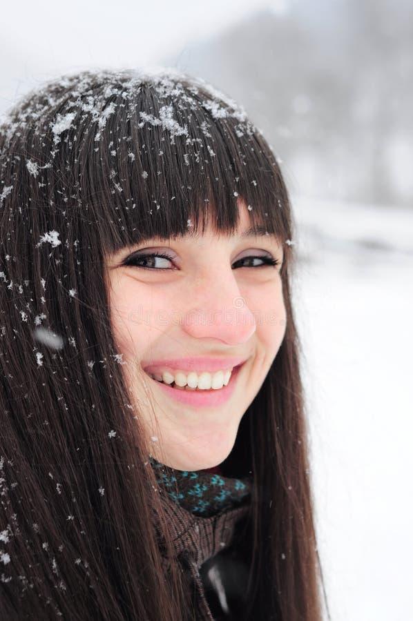 Winterportrait der jungen Frau lizenzfreies stockbild