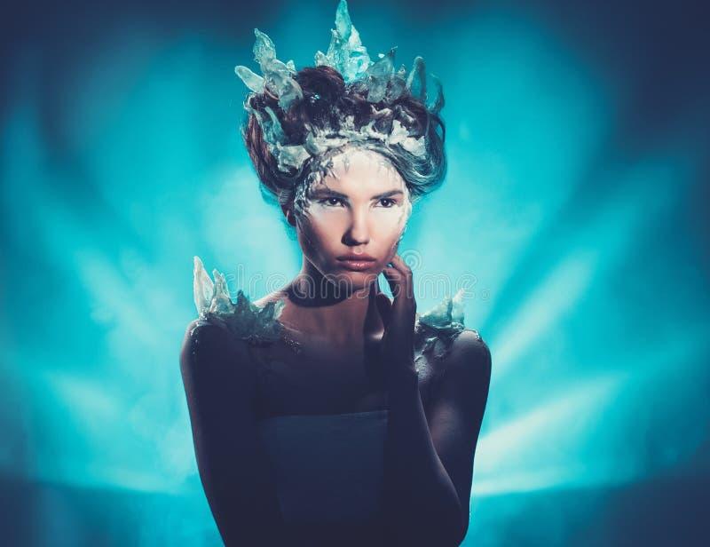 Winterschönheitsphantasie-Frauenporträt stockbilder