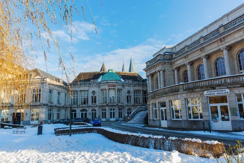 Winterse scène in het centrum van Kuuroord, België stock afbeeldingen