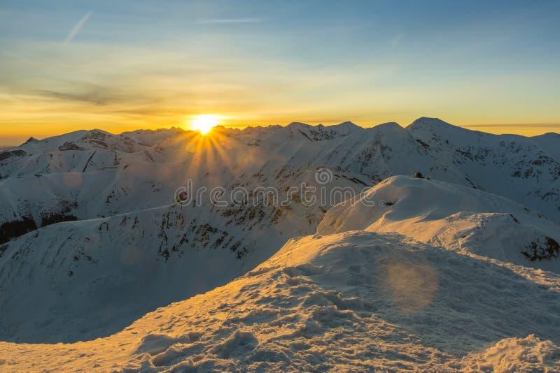 Wintersonnenaufgang im Tatras stockfotografie