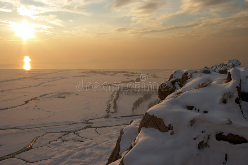 Wintersonnenuntergang, Van, die Türkei lizenzfreie stockfotos