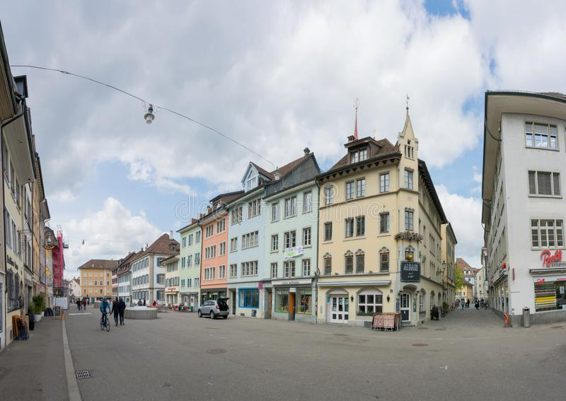 Winterthur, ZH/Швейцария - 8-ое апреля 2019: толкотня и суматоха в старом городке стоковые фотографии rf