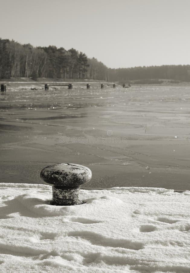 Download Wintertime foto de stock. Imagem de coberto, gelo, cais - 65575678