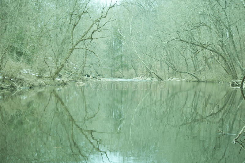 wintry flod arkivbilder