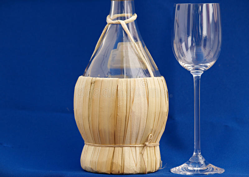 Winw flaska och exponeringsglas royaltyfria bilder