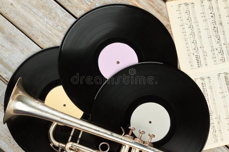 Winylowi rejestry, tr?bka i muzykalne notatki, obraz royalty free