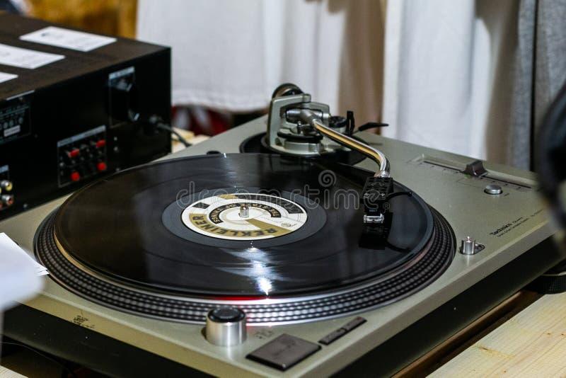 Winylowych rejestrów muzyczny sklep zdjęcia royalty free