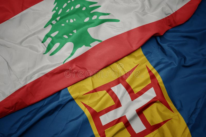 winzige farbenfrohe Flagge von Madeira und nationale Flagge von lebanon stockfotografie