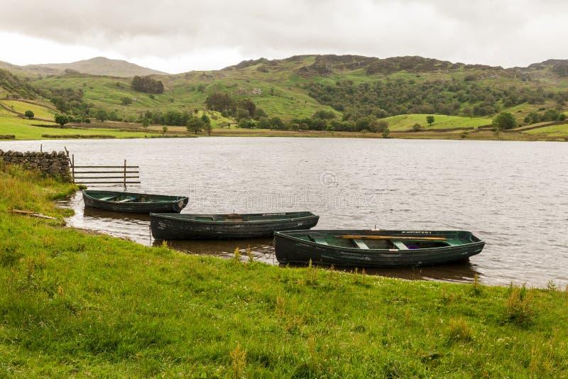 Wioślarskie łodzie na Watendlath Tarn Watendlath, Angielski Jeziorny okręg obrazy stock
