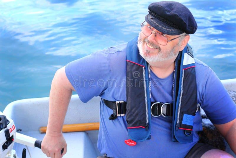 Wioślarz z małym outboard silnikiem obraz stock