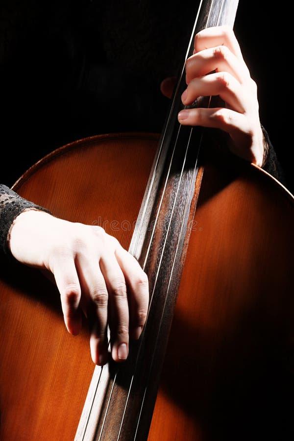 Wiolonczela bawić się ręka szczegóły zdjęcia stock