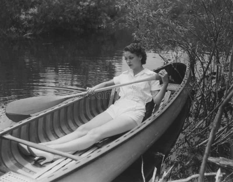 Wiosłuje twój łódź delikatnie zestrzela strumienia obraz royalty free